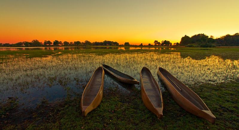 Padelboote am Okavango Delta, Botswana